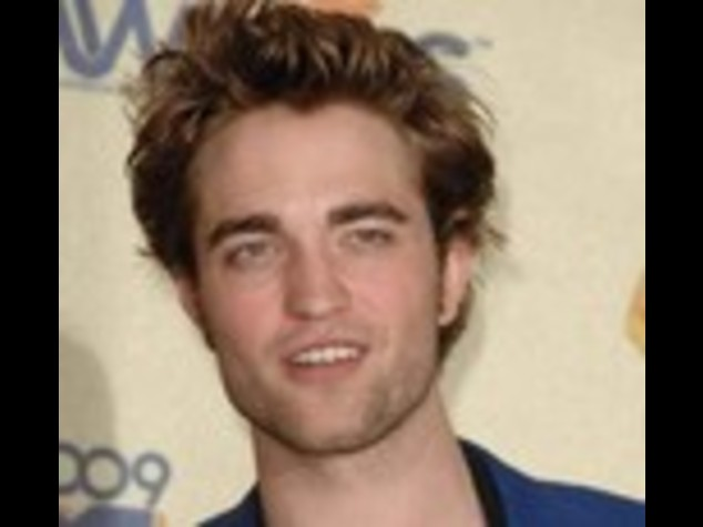 "ASSEDIATO DA FAN,  STAR ""TWILIGHT""  QUASI INVESTITO DA TAXI"