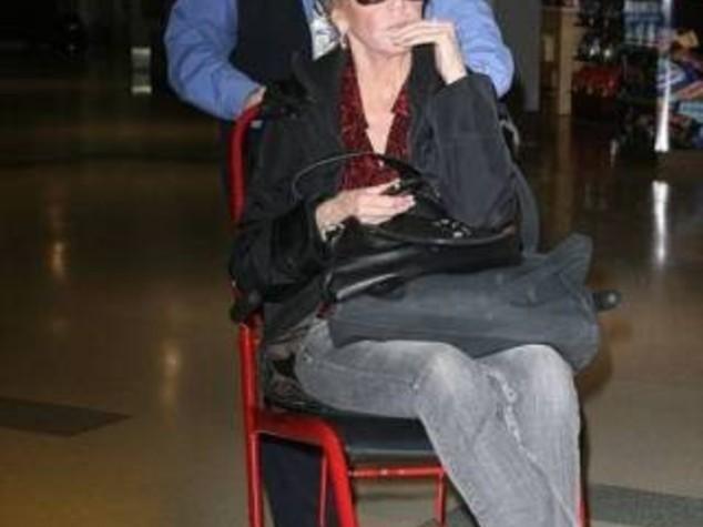 JANE FONDA DA ICONA SALUTE A SEDIA A ROTELLE