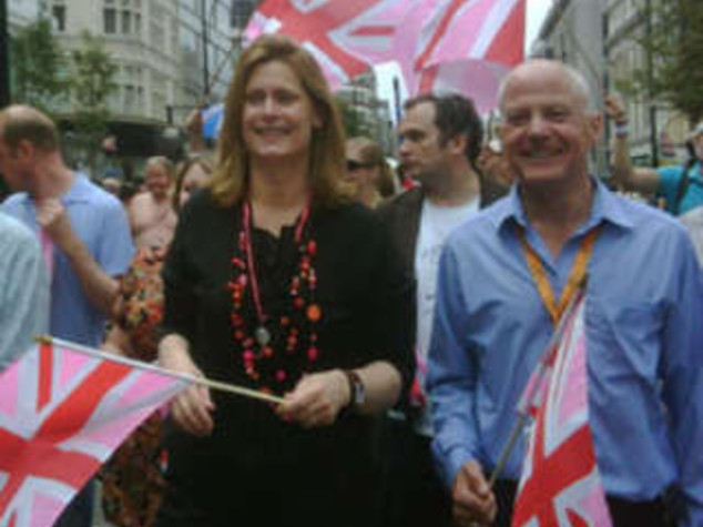 OMOSESSUALI A DOWNING STREET MOGLIE DI BROWN AL GAY PRIDE