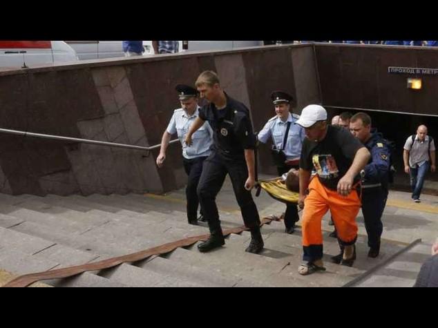 """Deraglia metro di Mosca, 20 morti. """"Si esclude ipotesi attentato"""" -  Video"""