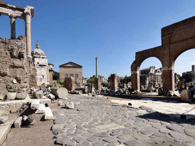 Archeologia: nel Foro Romano torna alla luce il Vico Iugario