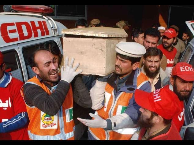 """Pakistan, dopo la strage torna la pena di morte """"E' il nostro 11 settembre"""""""