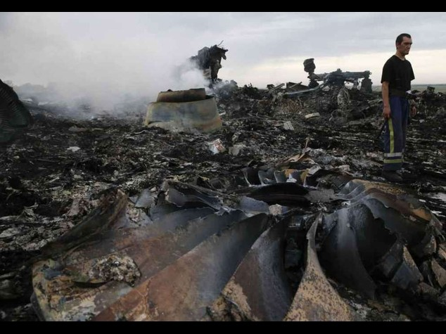 No humanitarian truce over crash, says Ukraine rebel chief