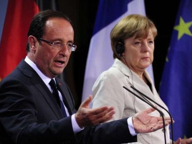 """La sfida di Parigi, basta austerity Ira della Merkel, """"rispetti i vincoli"""""""