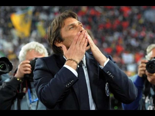 """Antonio Conte si dimette. Tevez, """"Grazie, sei un campione"""""""