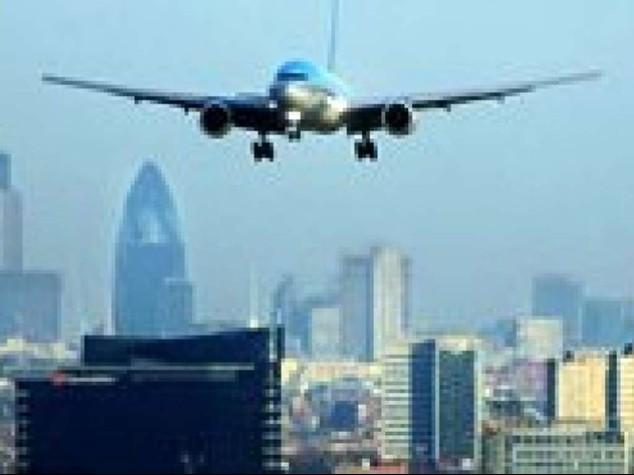 """Gb: cancellati 38 voli a Heathrow, """"si va verso la normalita'"""""""