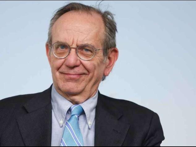 """Ue: Padoan, """"quadro economico peggio delle attese"""". Piu' incentivi per le riforme"""
