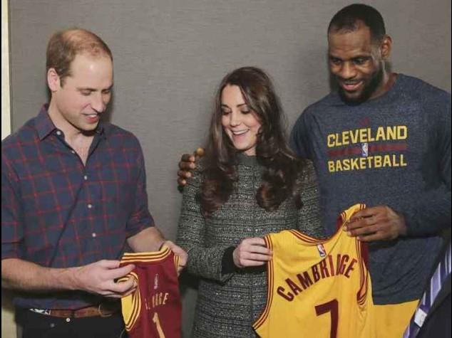 """""""Tutti pazzi"""" negli Usa per William e Kate, omaggiati dall'aristocrazia del pop e dello sport"""