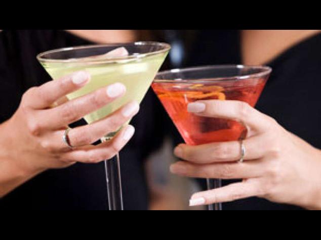 Alcol: anche bevitori leggeri piu' a rischio malattie cardiache