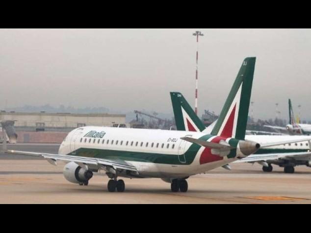 """Alitalia: firmano tutti meno Cgil. Lupi, """"grande opportunita'. Credo Cgil firmera'"""""""