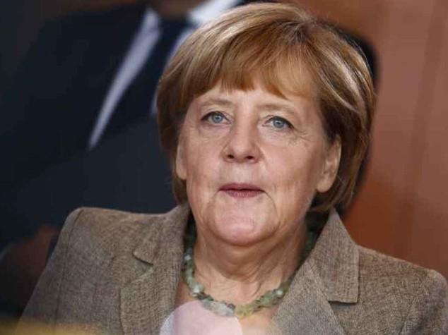 """Francia si ribella a Patto Stabilita' Merkel gelida, """"prendiamo atto"""""""