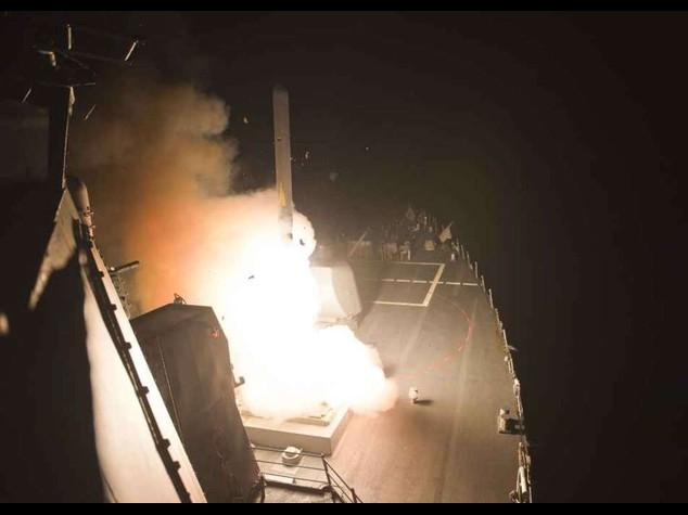 Siria: raid Usa e degli alleati arabi contro Isis, colpita Raqqa