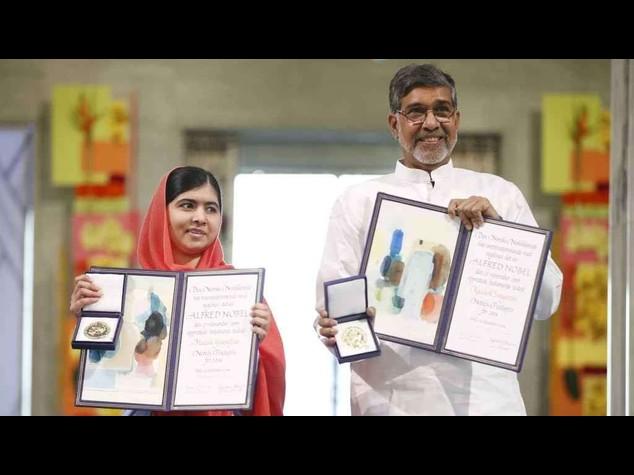 """Consegnati i Nobel per la pace: Malala, """"voglio fare il premier"""""""