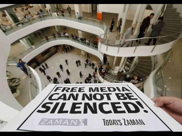 Turchia: 27 arresti in retate anti-dissenso, proteste Ue e Usa