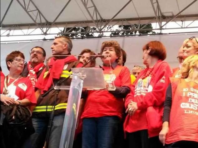 """Sciopero: """"adesione al 70%"""" A Roma 40mila in piazza"""