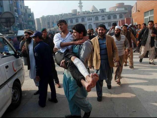 Pakistan: strage di bambini Attaccata una scuola, 130 morti