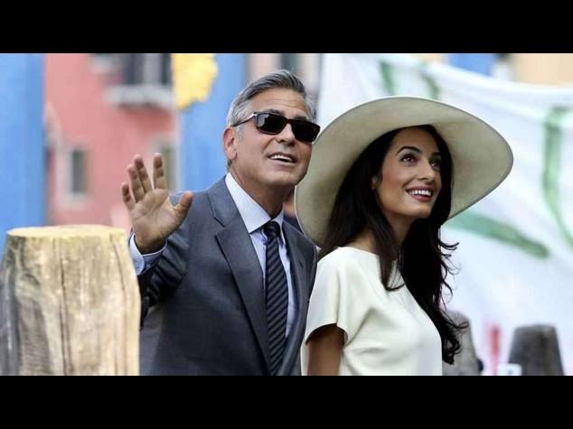 Con 10 minuti di cerimonia Clooney e Amal ufficialmente sposi