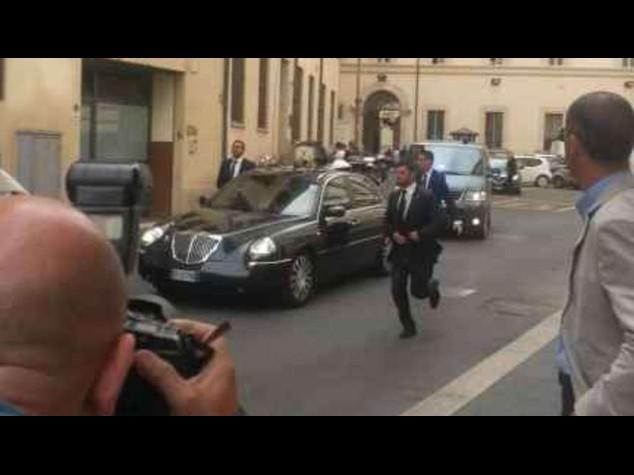Riforme: Berlusconi-Renzi 'blindano' patto Nazareno, furia Grillo