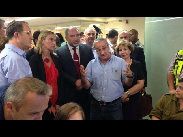 M. O.: Mogherini-Lieberman visitano casa colpita da razzi a Ashdod