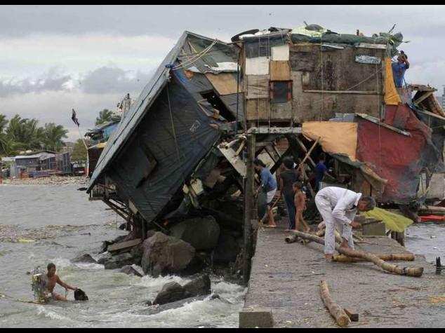 Typhoon Rammasan kills 38 people in Philippines