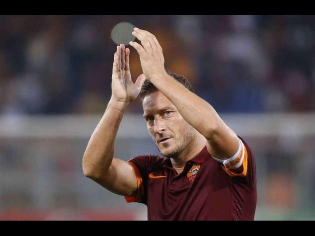 Calcio: Roma-Verona 0-0, Totti festeggia 38esimo compleanno in campo