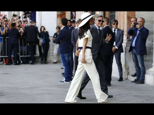 Per sposare George Clooney, Amal sceglie i pantaloni