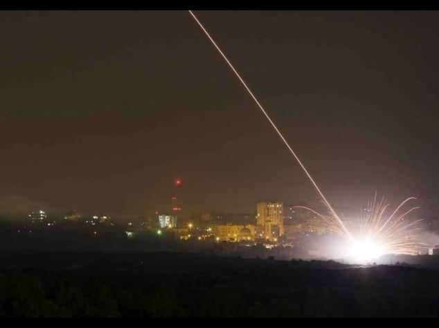 Israele invade Gaza via terra. Prime due vittime, tra cui un bambino