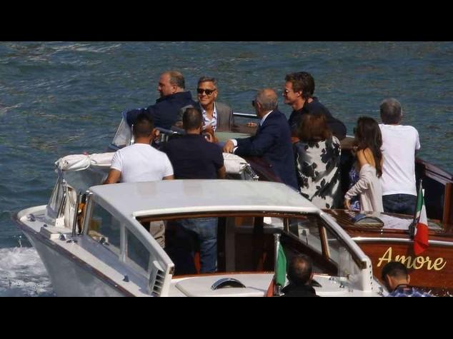Clooney e Amal a Venezia per le nozze, in taxi sul Canal Grande