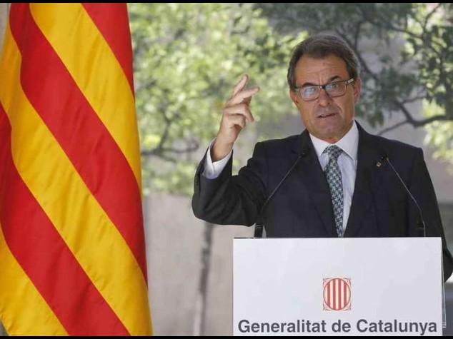 Catalogna convoca referendum indipendenza il 9 novembre