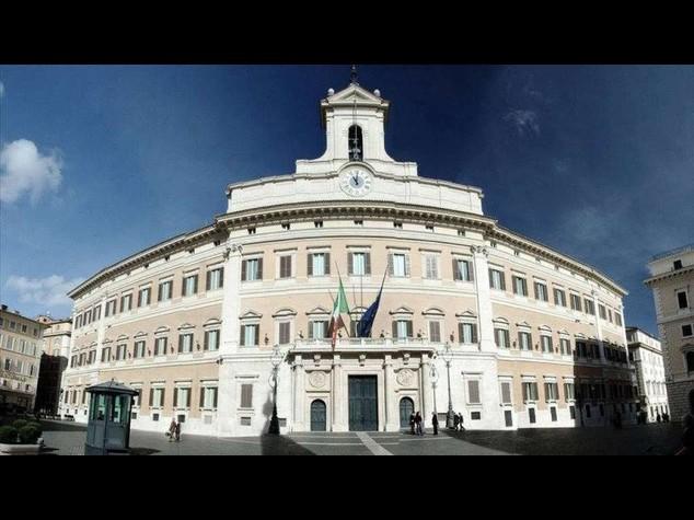 Costi politica: taglio stipendi, Camere risparmiano 97 milioni