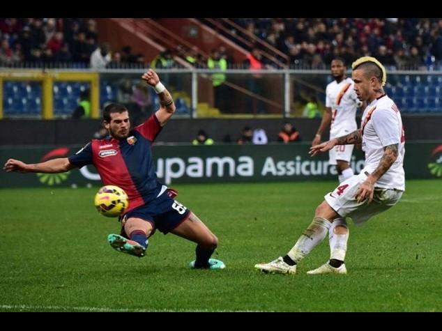 Serie A: Roma espugna Marassi e va a -1 dalla Juve