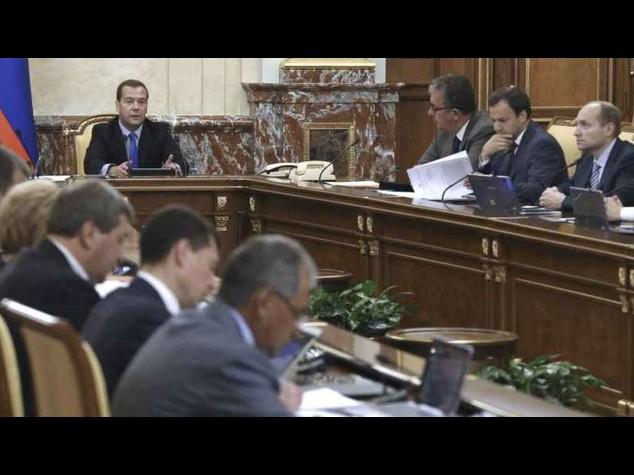 """Medvedev, sanzioni """"non aiutano"""" Kiev in alcun modo"""