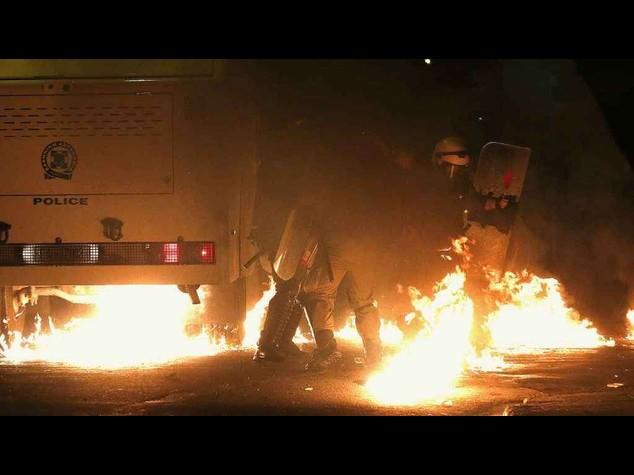 Grecia: scontri ad Atene per studente ucciso 6 anni fa da polizia - Video
