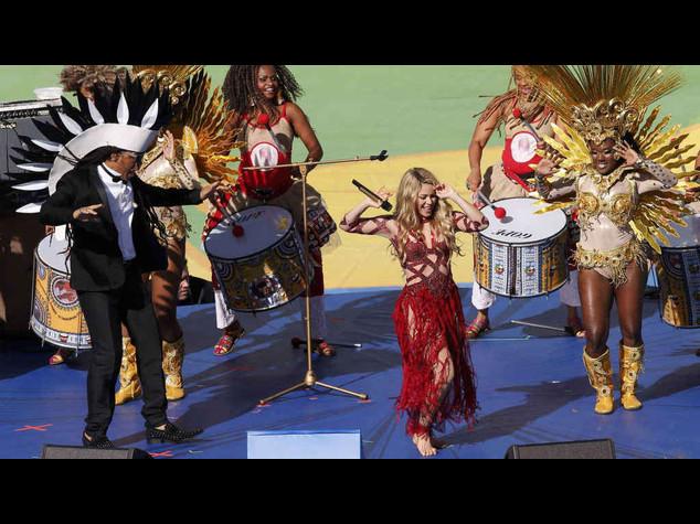 Shakira star della cerimonia di chiusura