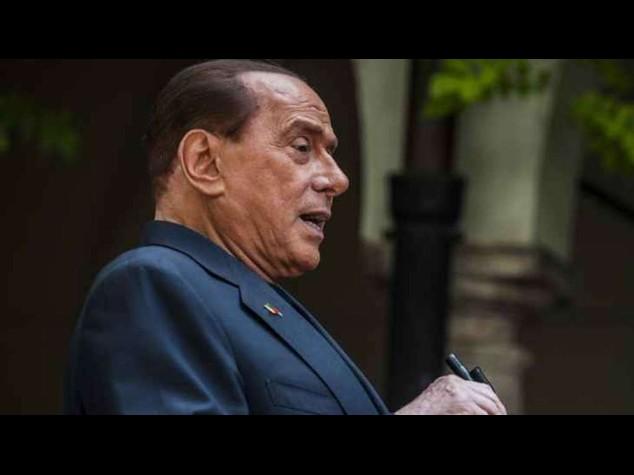 """Berlusconi ai pensionati, """"ho la vostra eta', votatemi"""""""