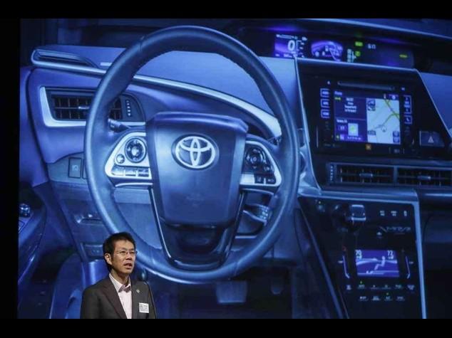 "Toyota lancia l'auto a idrogeno ""Futuro"""