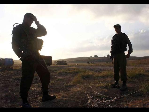 """Gaza: si lavora al """"cessate il fuoco"""", i falchi frenano"""