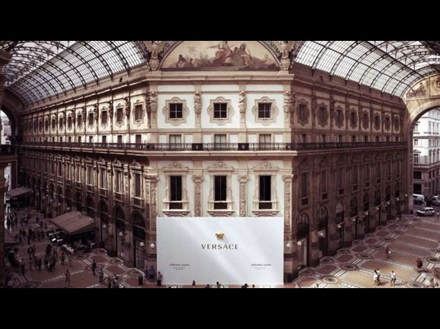 Milano: Versace apre boutique in Galleria e partecipa al restauro