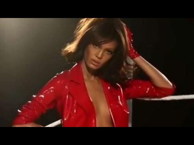 Calendario Pirelli: Candice Huffine, 90 chili di sensualita' - Foto e Video