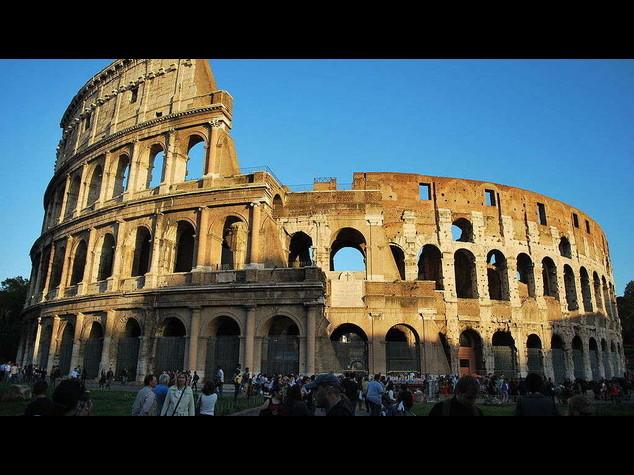 """Colosseo: turista russo incide lettera su muro, """"danno notevole"""""""