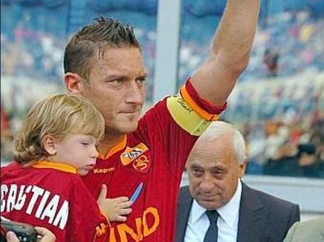 Calcio: Roma-Verona, Totti festeggia 38esimo compleanno in campo