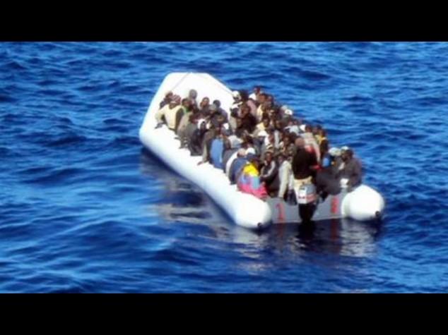 Immigrati: si ribalta gommone, 10 morti; altri 700 in salvo