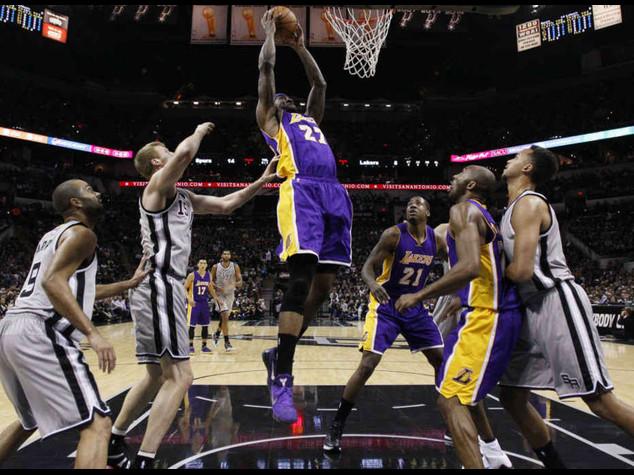 Basket: Nba. San Antonio si arrende ai Lakers, 9 punti Belinelli