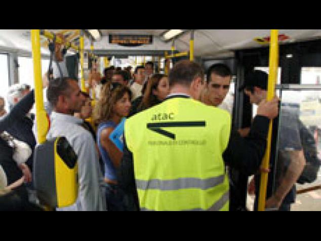 Roma: sui bus controllori hi-tec, 5 giorni per multe ridotte
