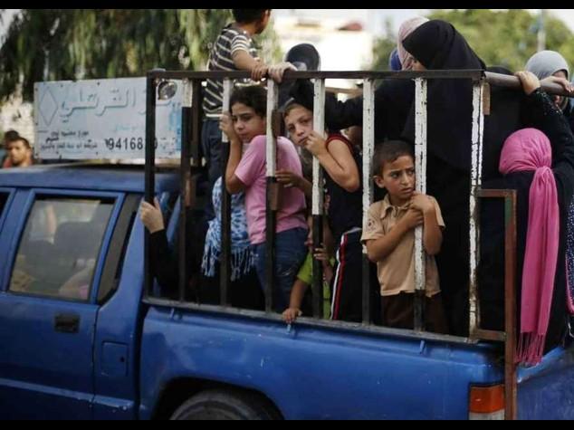 Gaza: spiraglio nella crisi, incontro Abu Mazen-Meshaal per una tregua