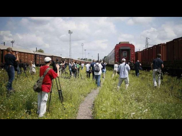 Aereo abbattuto: il treno con le salme e' arrivato a Kharkiv