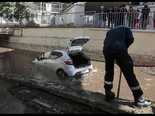 Costa azzurra: i morti sono 17 Rientrano i treni da Lourdes