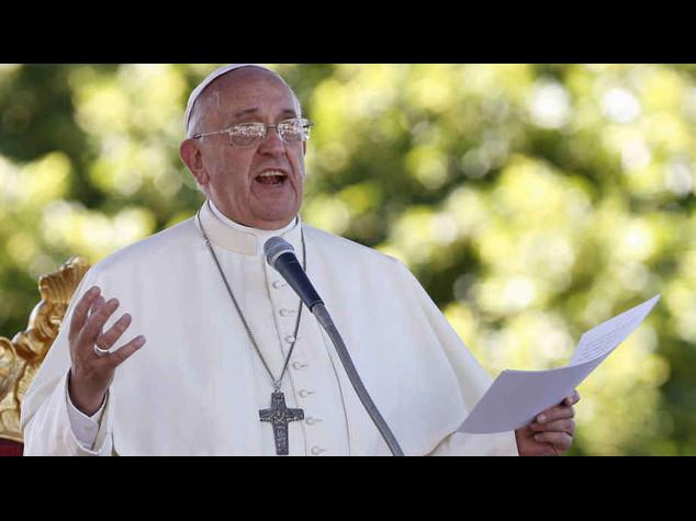 """Immigrati: appello Papa alla Ue, """"sia piu' generosa nel soccorso"""""""
