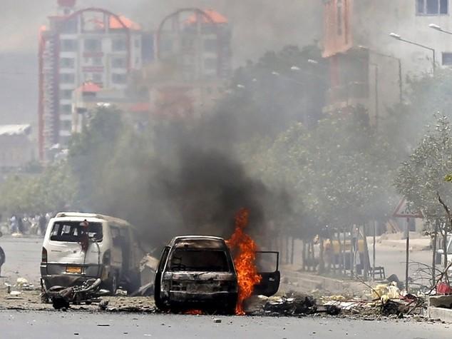 Afghanistan: kamikaze e spari Talebani attaccano il Parlamento