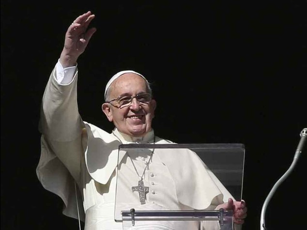 """Il Papa ai fedeli: """"lasciatevi consolare da Dio"""", """"si' ai divorziati come padrini"""""""